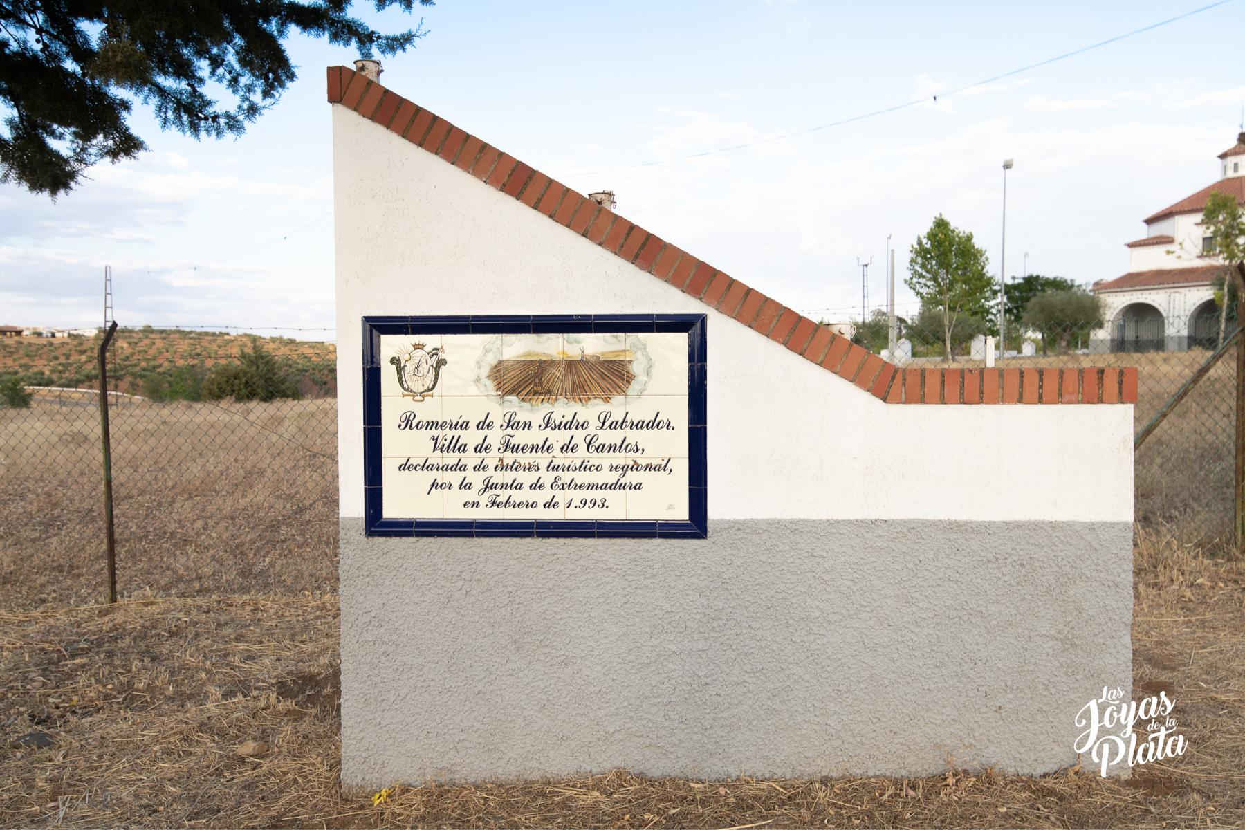 La ermita de San Isidro en la dehesa extremeña