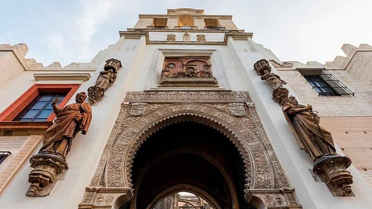 puerta del perdón sevilla en el camino de santiago