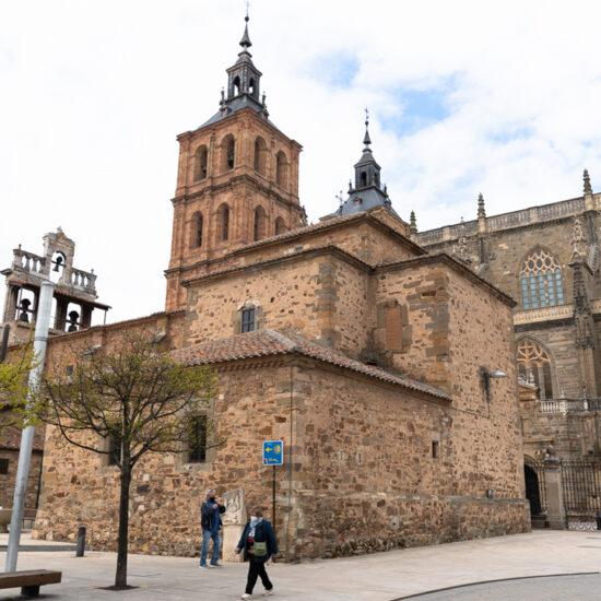 catedral de astorga por el camino de la plata hacia santiago de compostela
