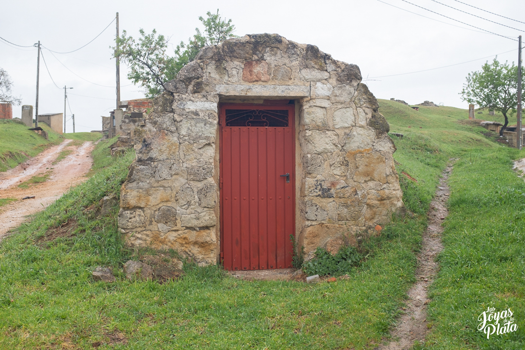 el cubo de la tierra del vino por el camino de la plata hacia santiago de compostela en nuestra peregrinación