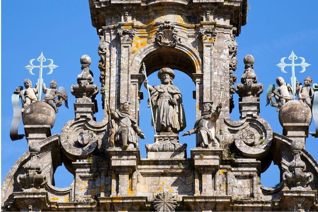 Escultura de Santiago Apostol en la catedral de Santiago a nuestro paso por el Camino de la Plata